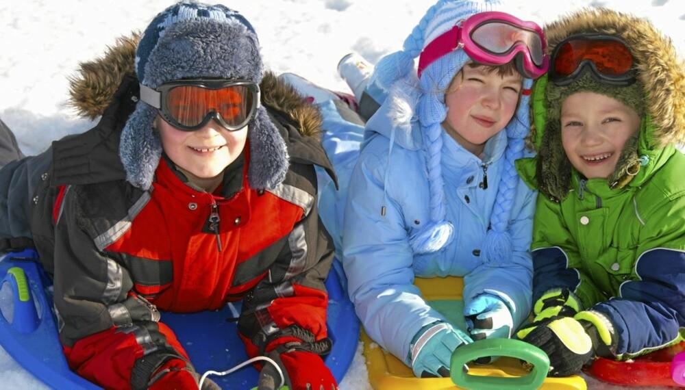 FRISK LUFT: Barn har godt av bevegelse og frisk luft - også i kulda.