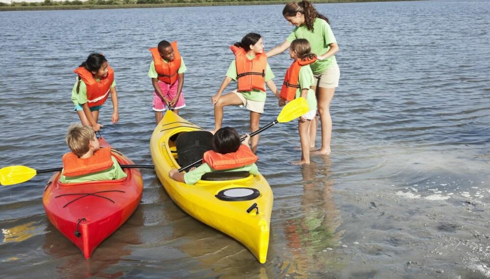 SOMMERLEIR: Stadig flere barn deltar på organiserte sommeraktiviteter for at foreldrene skal få feriekabalen til å gå opp.