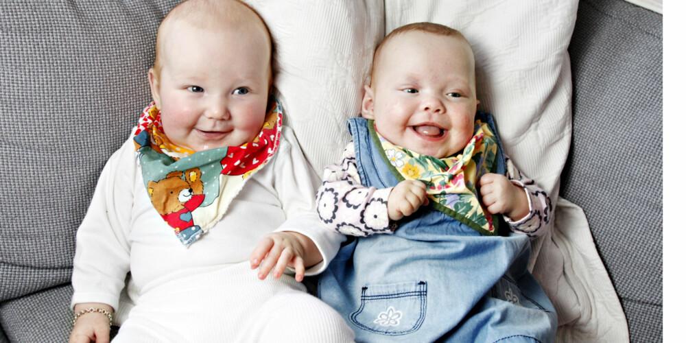 SØSKEN: Mødrene planla at Amelia (t.v.) og Elisabeth skulle vokse opp som venner. Nå vokser de opp som søsken i stedet.