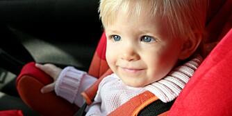 BARN I BIL: Riktig sikring av barn i bil reduserer risikoen for at barnet ditt mister livet med opp til 95 prosent.