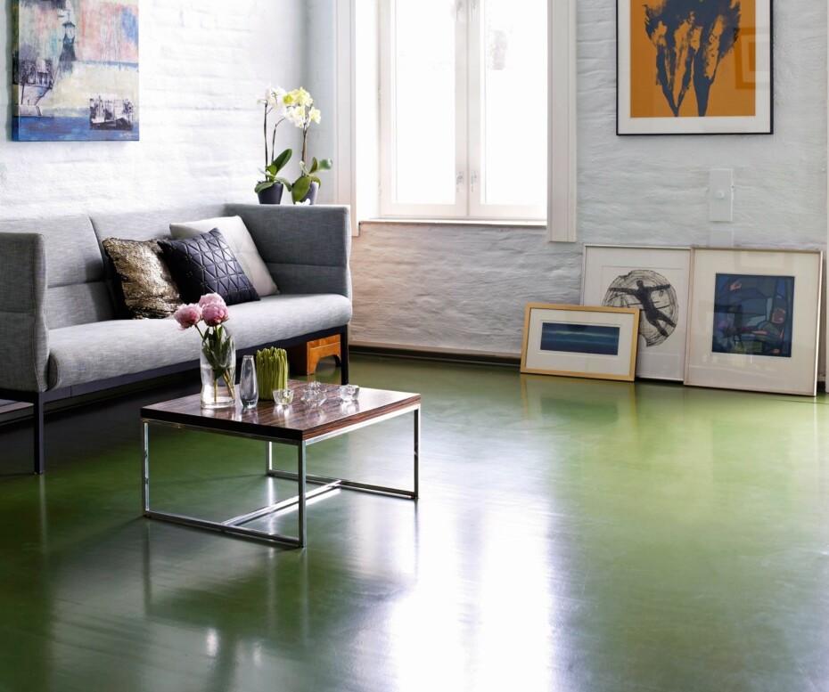 GRØNT VALG: Grønt var er populær gulvfarge tidligere og egner seg fremdeles. Velger du mørkt gulv, bør taket være lysere eller omvendt.