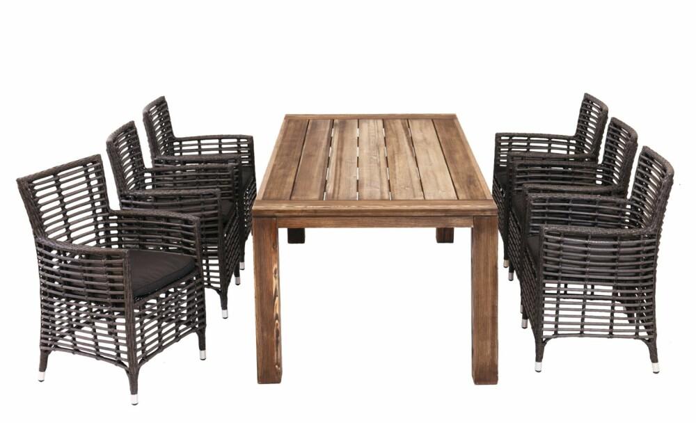 GRÅNER NATURLIG: Møblene fra Bohus i sibirsk lerk gråner naturlig med tiden og kan stå ute hele sommerne.