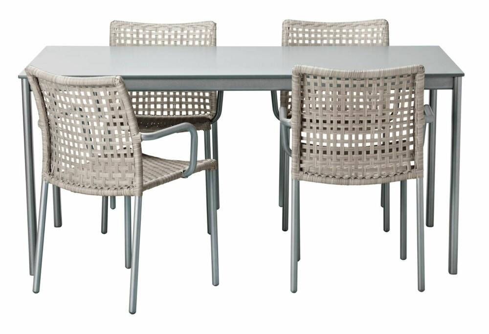 SPISEBORD: Plast og metallmøblene fra Ikea gir et lett og luftig uttrykk.