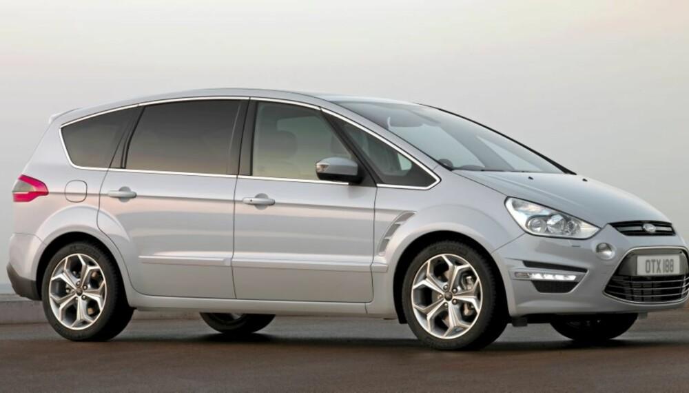 BEGYNN Å SPARE: Ford S-max er fornyet og kan være på vei inn blant de virkelig populære familiebilene igjen.