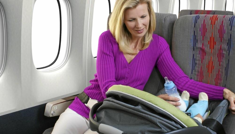 BILSTOL PÅ FLYET: Du kan ta med deg barnas bilstol inn på flyet mot at du betaler vanlig barnebillett, også for de aller minste.