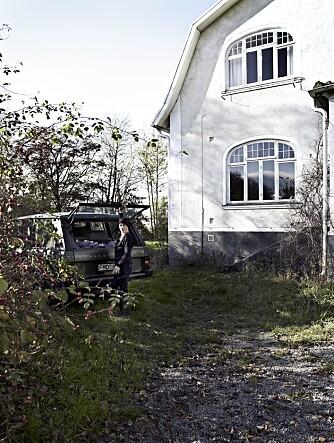ANSIKTSLØFT: Christina har fått pusset fasaden etter at familien tok over huset. For å koble av jobber hun gjerne i hagen, som hadde fått vokse fritt i nesten 50 år.