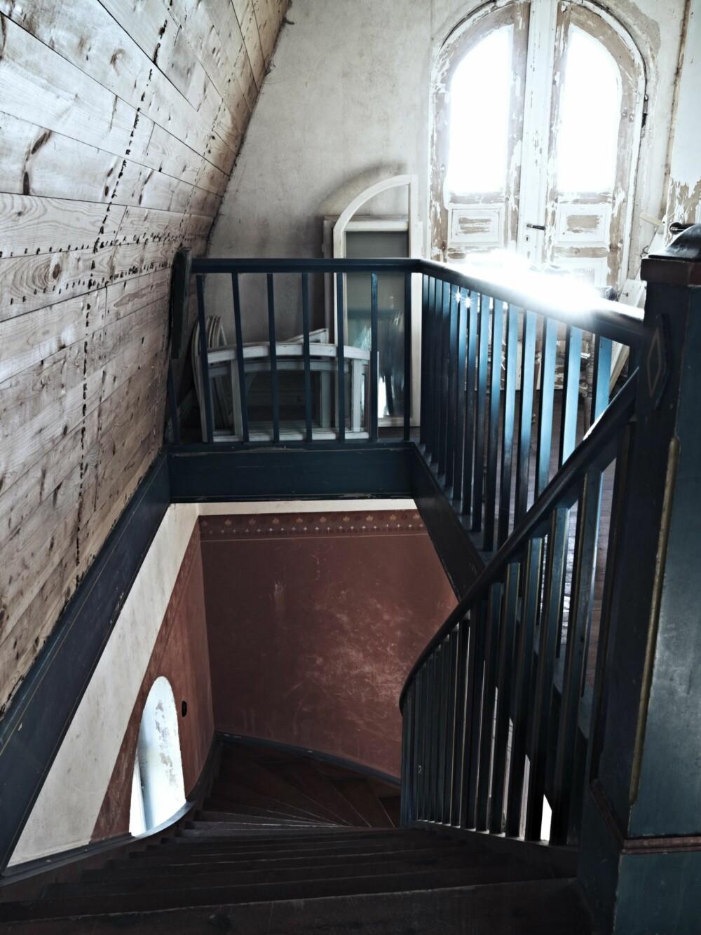 ANDRE ETASJE: Trappen leder opp til en stue som ligger mellom soverommene i andre etasje.