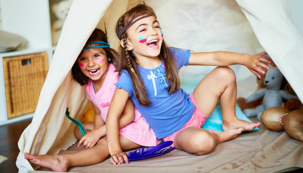 INNEAKTIVITETER FOR BARN: Hvorfor ikke bygge et telt inne i stuen til barna? Det kan være like moro for de voksne også!