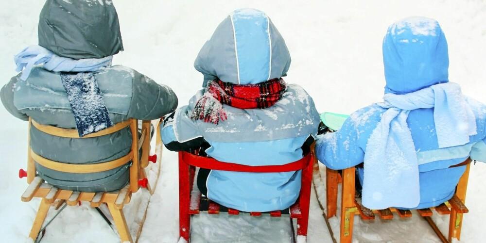 KLEDD FOR LEK: Det er viktig at barnet kan bevege seg i dressen, og at den ikke er for stor, tung, stiv eller varm.