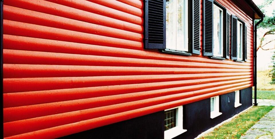 SVART: Tale i Nordsjø mener at svart lager et gap mellom husveggen og bakken, og at sterke farger kan gi et inntrykk av at huset svever.
