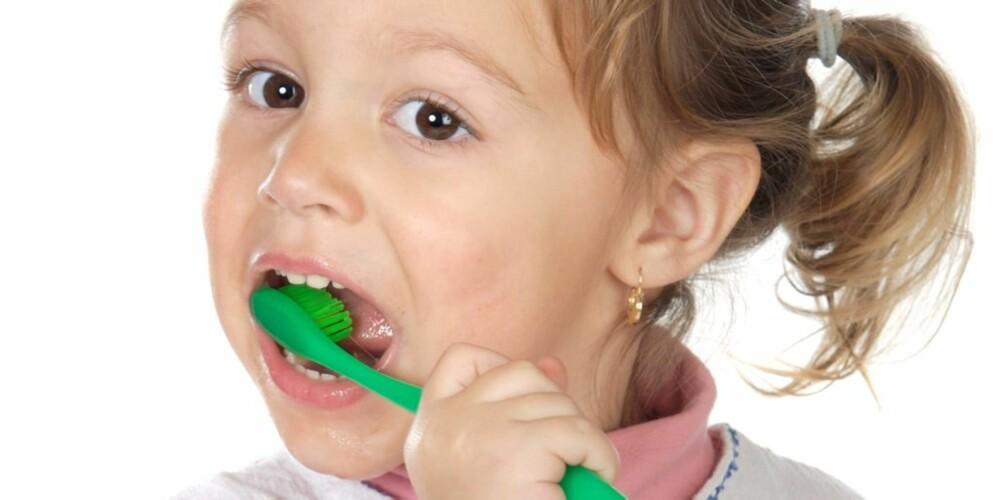 OPPDRAGELSE: Amerikanske barn pusser tennene, slutter med bleier og kneppe knapper selv mye tidligere enn norske barn.