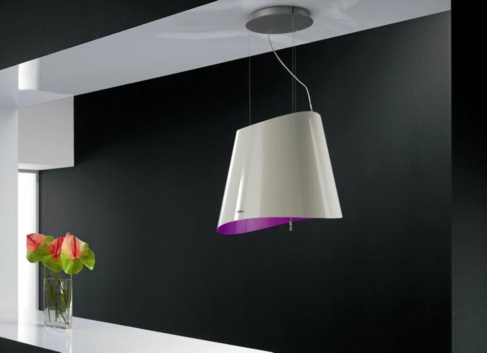 STILFULL DESIGN: Kjøkkenvifta er ikke hva den engang var. Her er det Ola violett som pryder rommet. Kr 17 530, Eico.