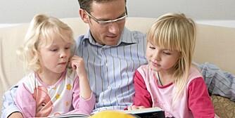 FORELDRE LESER: En av nøklene til barns leseglede er foreldre som leser for dem, og gjerne med spørsmål om hva de tror skjer videre. Det øver opp barnas evne til å reflektere.