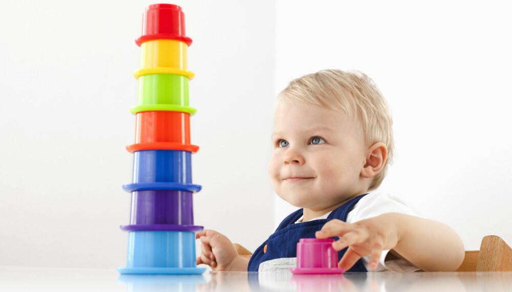 STIMULERE BABY: Du kan gjøre mye for å stimulere babyens hjerneceller. Babylek er en godt eksempel.