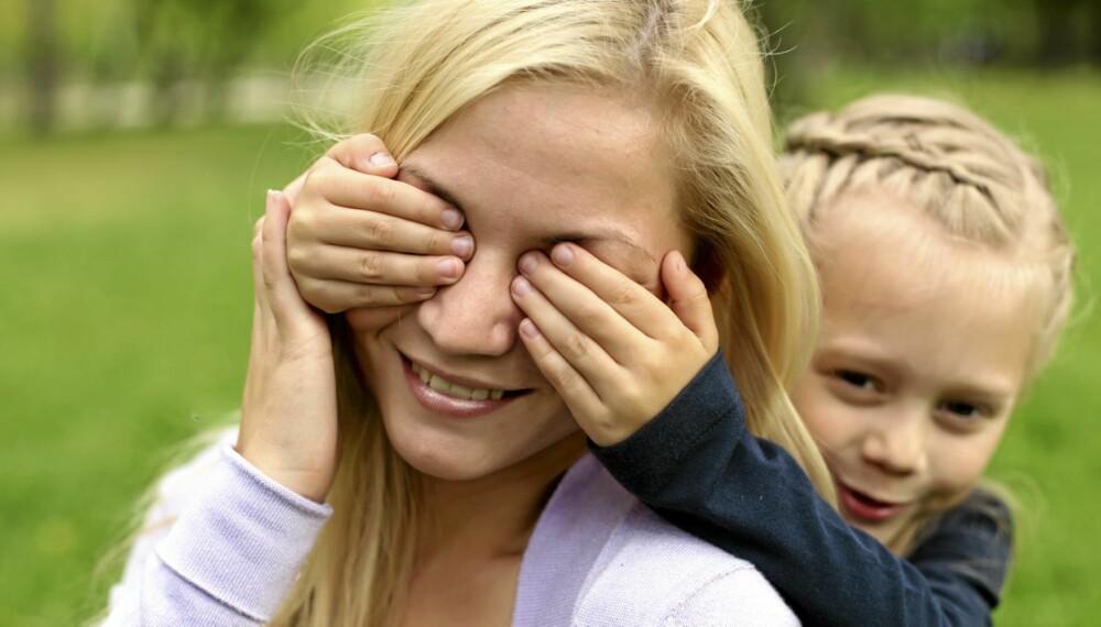 70623e10 PÅ BARNETS PREMISSER: Voksne som leker med barn må gjerne se litt  annerledes på tingene