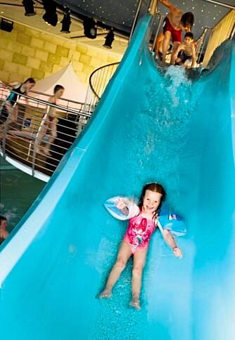 VANNSKLIE: En heftig vannsklie får frem både latteren og skriket hos de minste på Color Magic.
