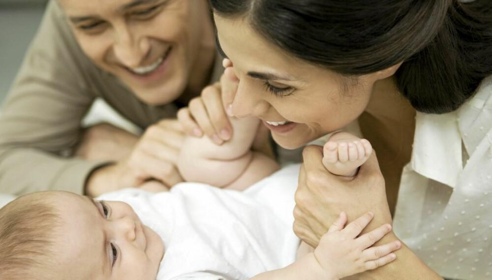 TILKNYTNING: Begynn tidlig med å knytte bånd til barna.
