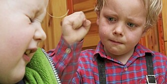 SJALUSI: Det er helt naturlig at barn konkurrerer, krangler og er sjalu på søsknene sine. Men det er viktig at foreldrene griper inn om det går for langt.