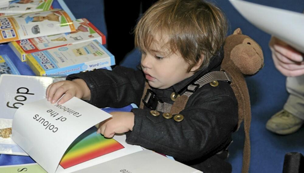 STARTET TIDLIG: Frankie (2 1/2) fra England var bare 9 måneder gammel da han begynte å lese.