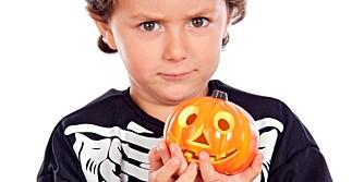 SIKKER HALLOWEEN: Barna elsker Halloween, men det finnes noen farer. De kan du luke bort.