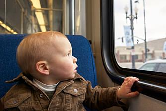 IKKE GODT SIKRET: Barn er ikke godt nok sikret på bussen, mener Trygg Trafikk.