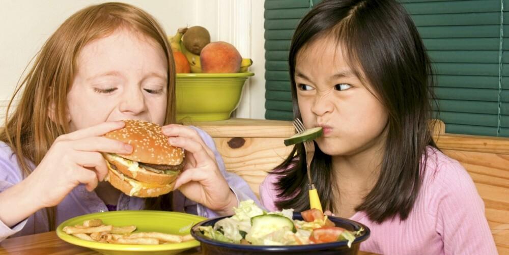 GI EN FORKLARING: Dersom barn får en ordentlig forklaring på hvorfor ting er som de er, kan det hjelpe dem til å forstå at rettferdig ikke alltid betyr helt likt.