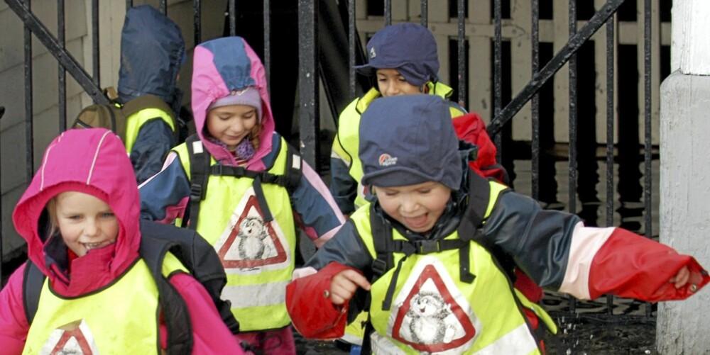INGEN KRISE: Barn blir ikke aggressive av lange barnehagedager, ifølge ny norsk forskning. Disse glade barna er fra Rosetårnet barnehage i Bergen.