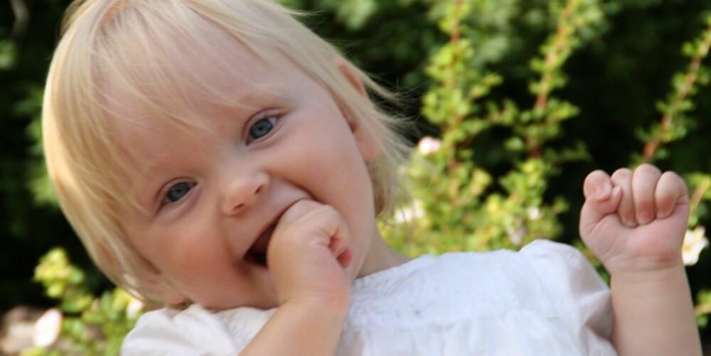 GLADJENTE: - Vi ser bare den flotte, perfekte jenta vår, sier foreldrene om Ella (1).