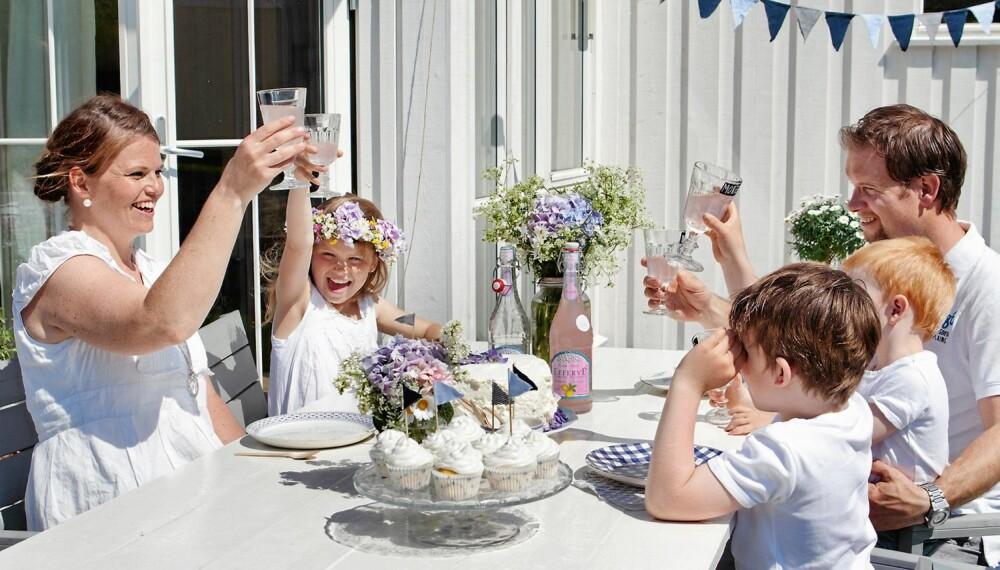 FEST I HAGEN: Hos familien Huseby er hver dag en fest.