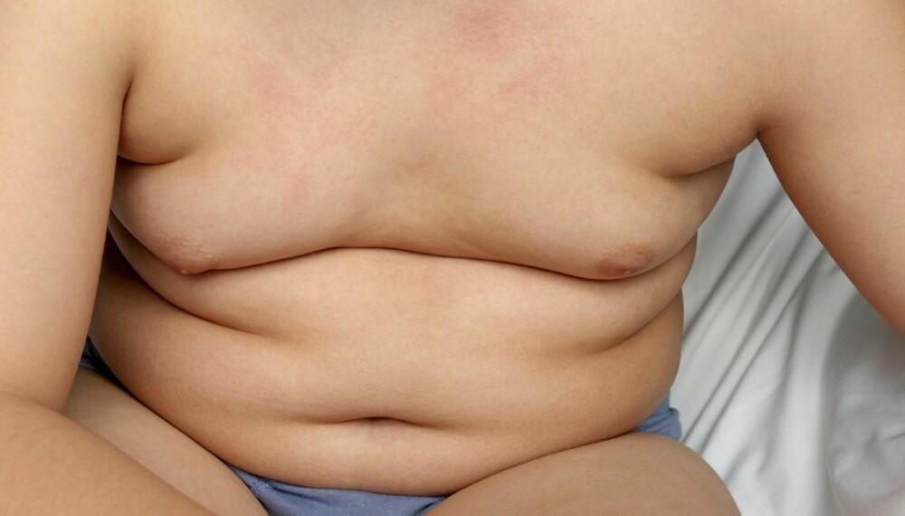 STADIG TYNGRE: Søtsaker og inaktivitet gjør norske barn tykke. - Studier har vist at barn og ungdom har et økt kaloriinntak når de er inaktive. Når de ser på tv, spiser de samtidig snop og drikker brus, forklarer Samira Lekhal, overlege ved Senter for sykelig overvekt i Helse Sør-Øst.