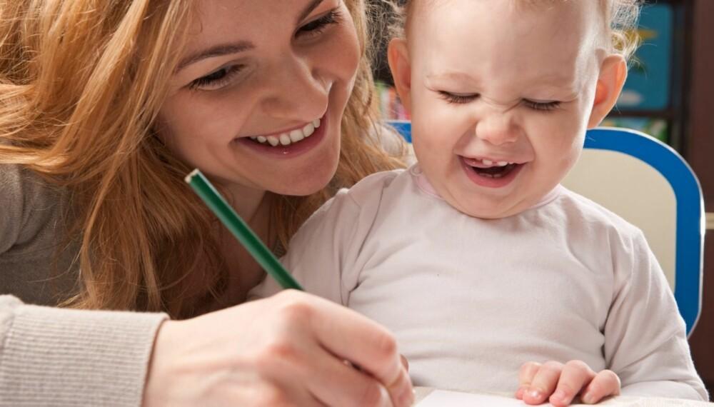 ALLTID LIKE FLINK: Å skryte av at barnet er flink til å tegne, føles meningsløst for barnet, sier psykolog.