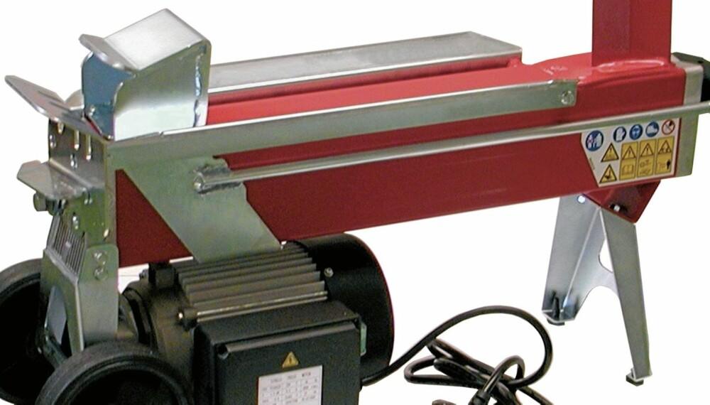 Liten vedkløyver:Enkleste variant av vedkløyver med en skyvekraft på 4 tonn og med motor på  1,5 kW