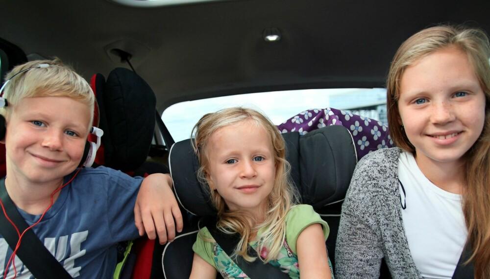 BILFERIE MED BARN:: Birk, Idun og Dina konkluderer med at det er best å reie på bilferie. De fikk sett mye på 21 dager. Foto: Hege K. Fosser Pedersen.