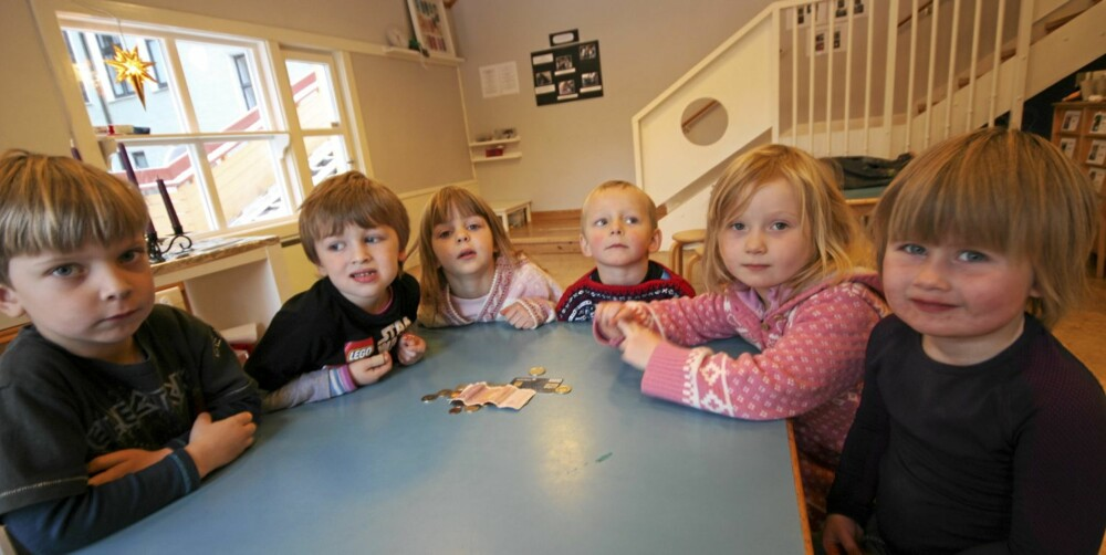 Det er ikke alltid så lett å forstå penger og økonomi, men barna i Rosenborg barnehage hadde mange tanker om tema. F.V: Ludvik (5), William (4), Marie (5), Kristoffer (5), Iben (5) og Emma Sofie (3).
