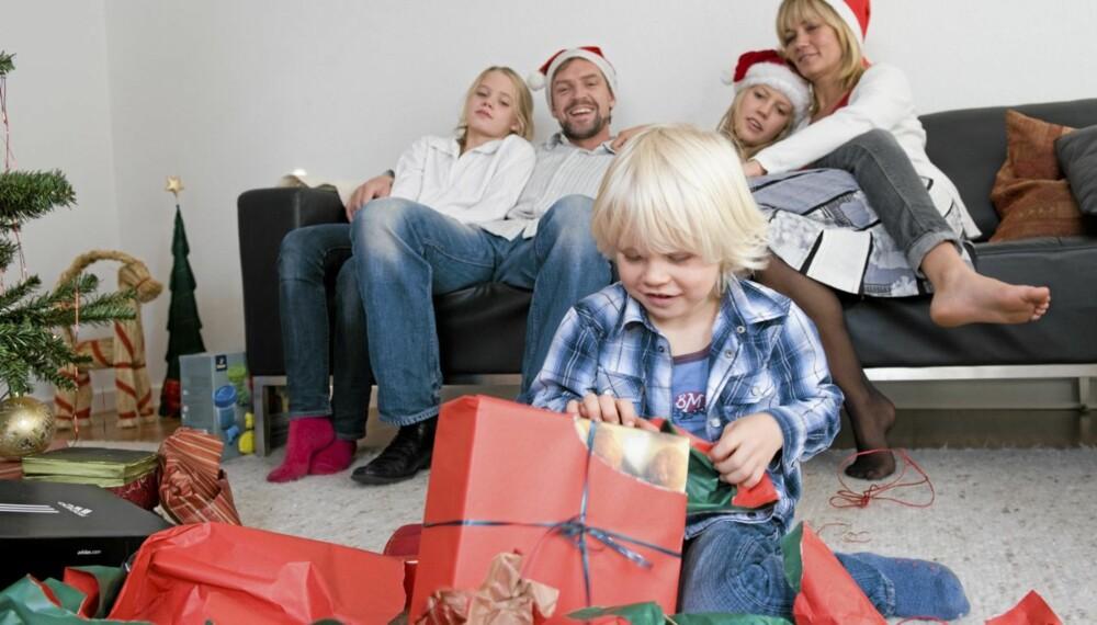 FORVENTINGSFULL: Julegaver er viktig for barna. Å pakke inn luregaver for å teste reaksjonen er ingen god idé, råder ekspertene.