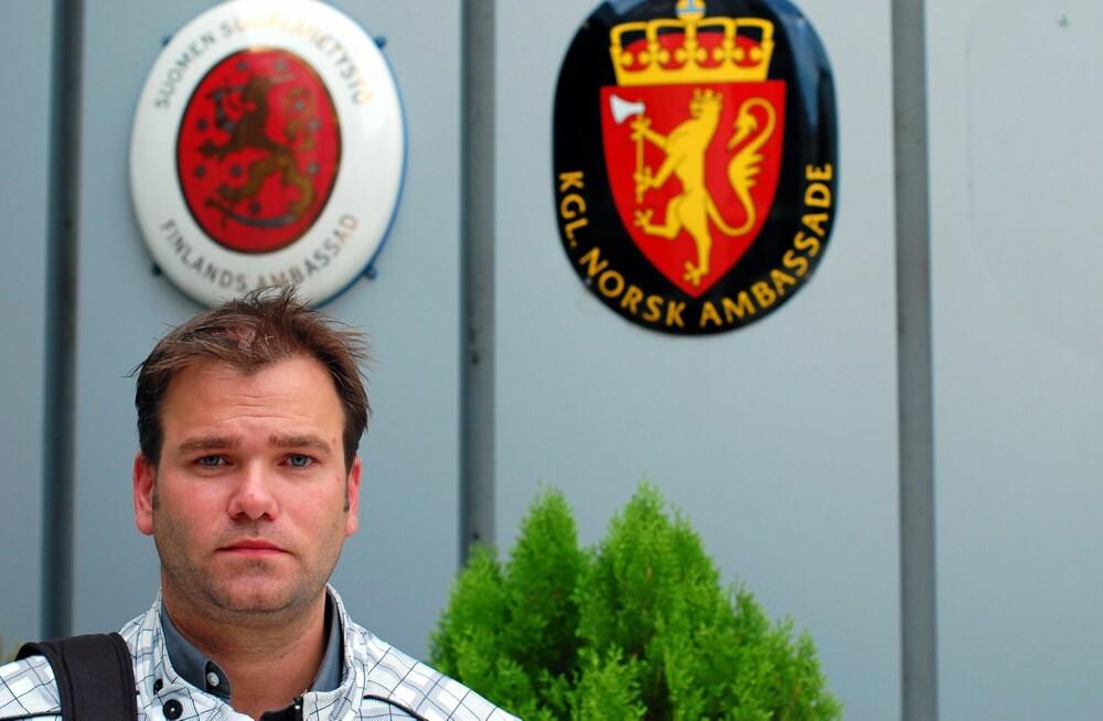 PÅ BORTEBANE: I 2009 satt Tommy klar på den norske ambassaden i Bratislava og ventet på at politiet skulle utføre en planlagt aksjon for å hente ut barna til ham. En aksjon som ble avblåst i 12. time.
