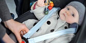 SIKRING AV BARNESETE: For løse belter på barnesetet er en av årsakene til at barn skades mer enn nødvendig i bilulykker.