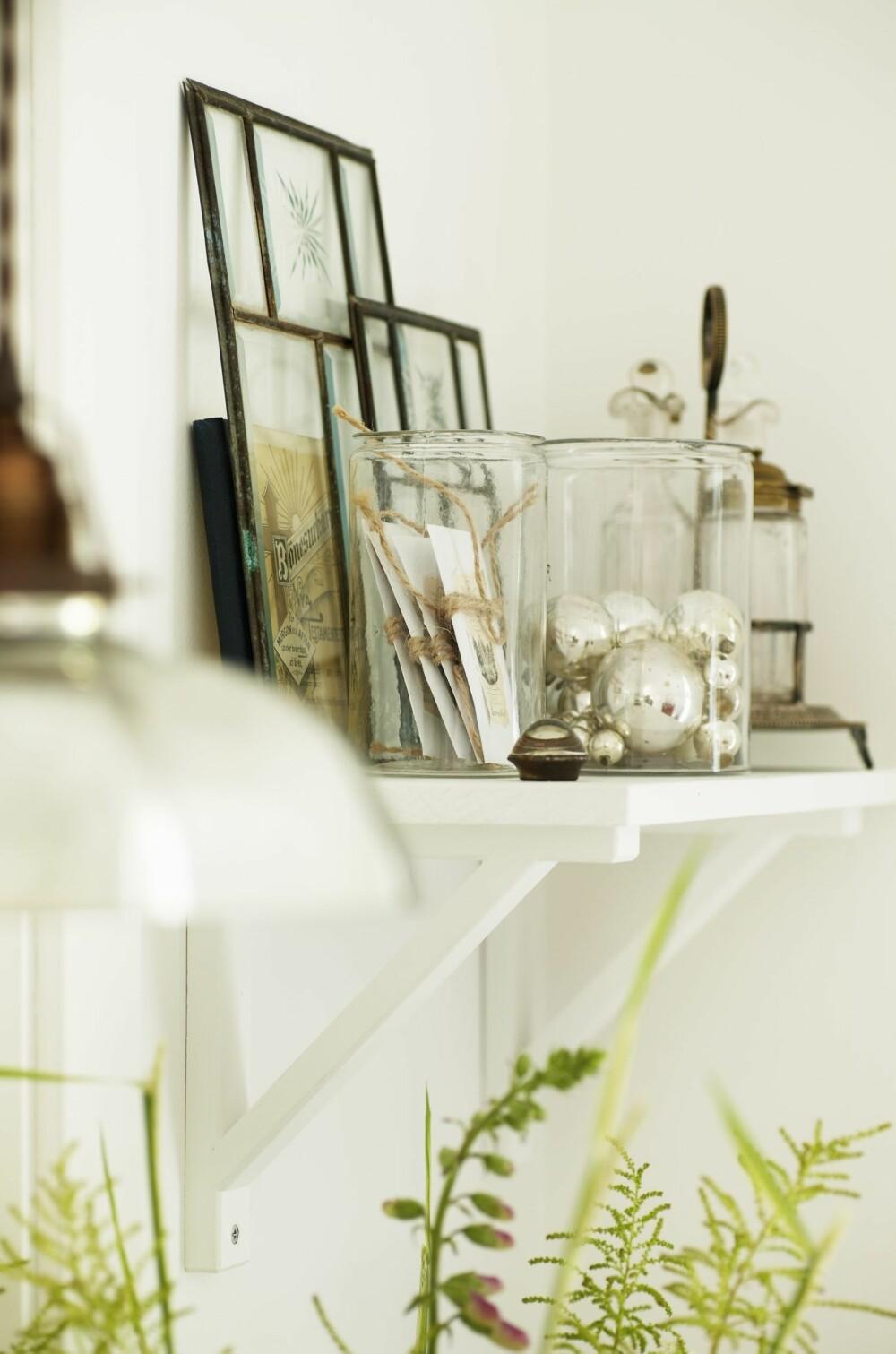 TIL PYNT: Ting som er fine å se på blir oppbevart i glasskrukker.