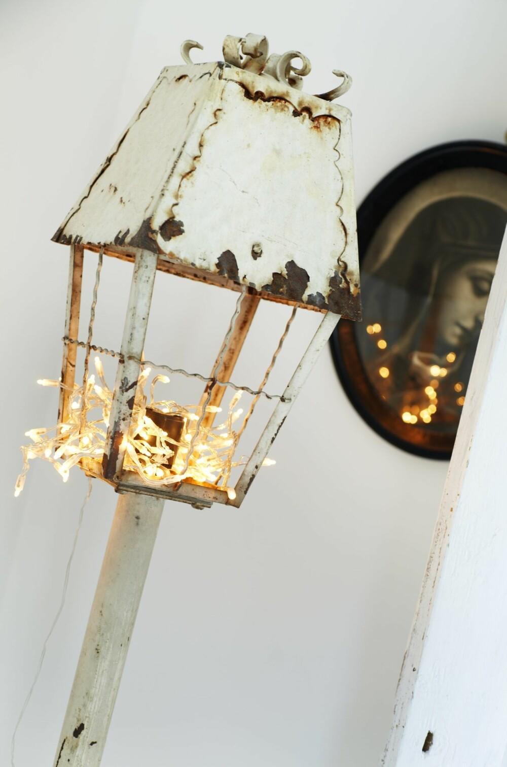LYS IDÉ: En antikk utelykt lyser inne takket være en lysslynge.