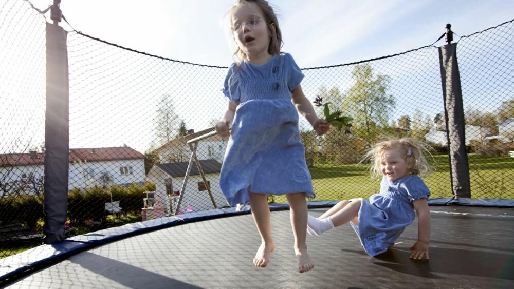 FRIHET OG RESPEKT: For Ingvild og Haavard er målet med oppdragelsen at barna skal bli trygge og selvstendige individer. Samtidig skal de respektere de voksne og deres grenser.