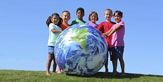 EN BEDRE VERDEN: Om du bekymrer deg at barna dine skal vokse opp i en mørk og nådeløs verden, tar du fullstendig feil. Verden har gjort store fremskritt de siste 20 årene, særlig for barn.