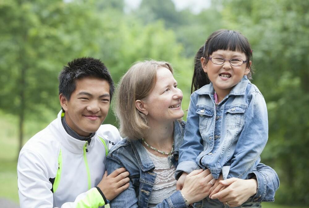 LYKKELIG FAMILIE: Ellen Rudi er lykkelig sammen med barna Sondre og Mathea.