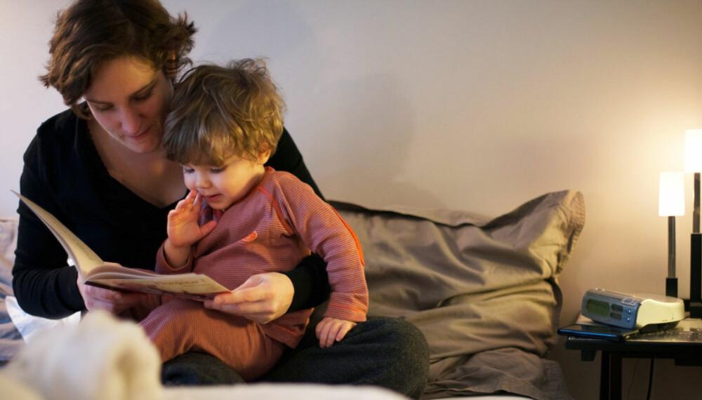 DIALOG: At barnet avbryter med spørsmål og synsing under høytlesningen, er positivt for barnets utvikling.