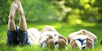 ENKLE GLEDER: Gode sommerminner kan være enkle å skape. På nettportalen Feriesentralen.no kan du dele dine tips til hvordan voksne kan gi barn en god sommer.