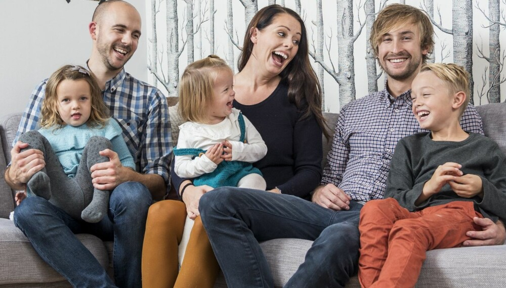 FORNØYD GJENG: Hele storfamilien samlet i sofaen hjemme hos mamma. Fra venstre: Lillesøster Henrikke (3), mammas samboer Andreas (29), lillesøster Elinor (1 ½), mamma Tonje (27), pappa Marius (28) og Tobias (8).