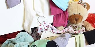 VIL BIDRA: Barn vil gjerne føle seg viktige i familien. Å rydde eget rom kan være en god måte å bidra på.