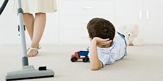 UERFARNE: Barn blir ikke satt til husoppgaver lenger.