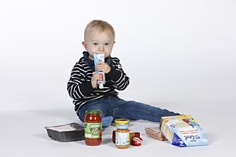 FINNES HOS DE FLESTE: Mange matvarer finnes hos de fleste barnefamilier. Men hva inneholder de egentlig? Vi har sett nærmere på næringsinnholdet i 11 produkter.