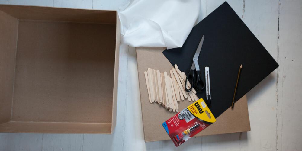 LETT SOM EN PLETT: En tom pappeske, litt hvitt stoff, svart kartong og noen pinner er alt du trenger til et flott skyggeteater.