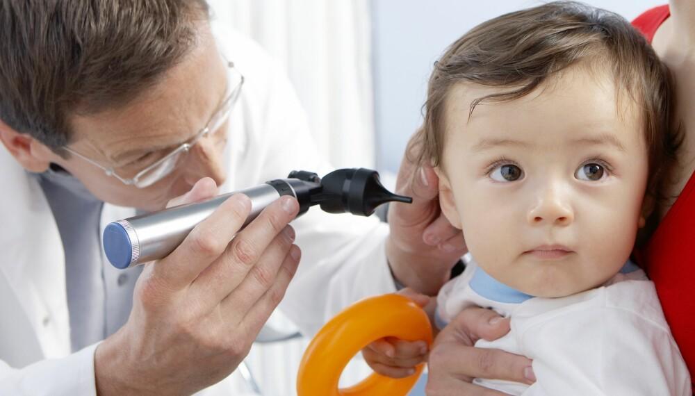 TA DEM MED TIL LEGEN: Hvis du mistenker at barnet ditt hører dårlig er det lurt å komme seg fort til legen.